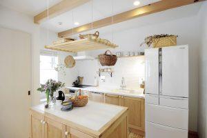 アイジー実物件 作業台とシンク、コンロがセパレート なキッチン