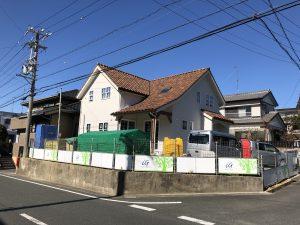 急勾配の大屋根の家