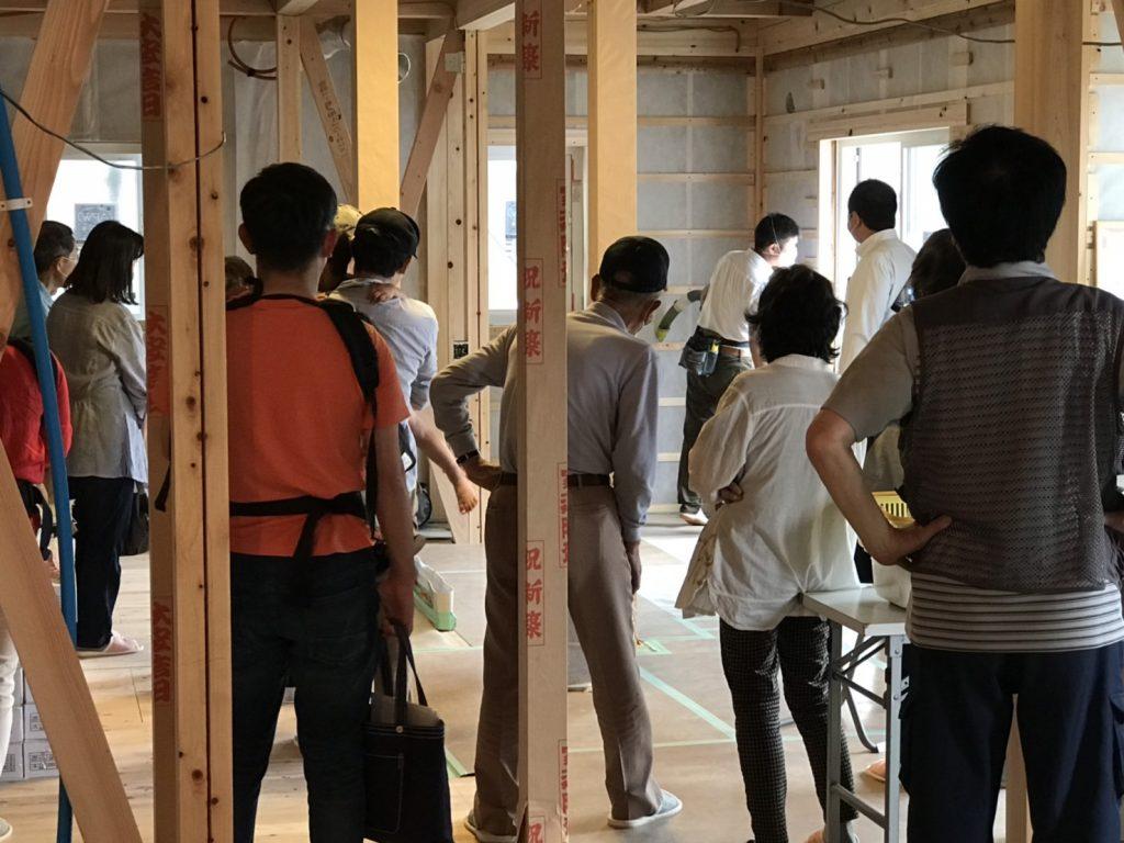 木造住宅構造見学会の様子
