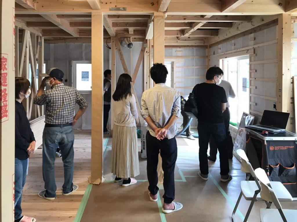 新築住宅構造見学会の様子
