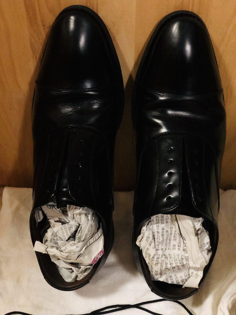 新聞紙の吸湿性を利用した靴の乾燥