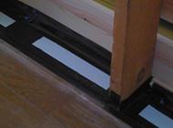 気密テープによる床下からの気流止め